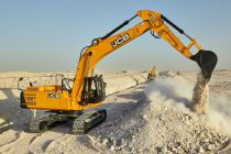 Un nou excavator robust în clasa de 30 t de la JCB