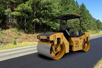 Caterpillar adaugă sistemul de vibrații oscilatorii pe noul compactor de asfalt CB10