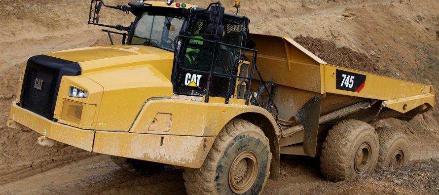 Noul camion articulat Cat 745 vine cu o nouă generaţie de cabine şi funcţii avansate de control