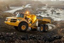 Volvo celebrează producția camionului articulat cu numărul 75.000