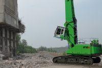 Noul Sennebogen 870 E lucrează la 33 m înălțime în aplicații de demolare