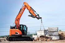 Doosan expune la World of Concrete 2018 excavatorul DX140LCR-5 reduced-tail-swing