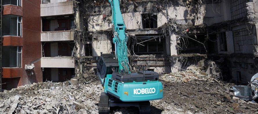 Kobelco lansează pe piața europeană două noi excavatoare pentru demolări la mare înălțime