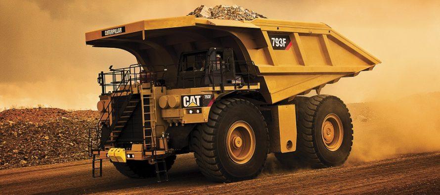 Caterpillar atinge o nouă bornă odată cu producerea camionului minier 793 cu numărul 5000