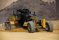 Noul autogreder de talie mare Cat 24 oferă performanțe crescute și costuri reduse de operare
