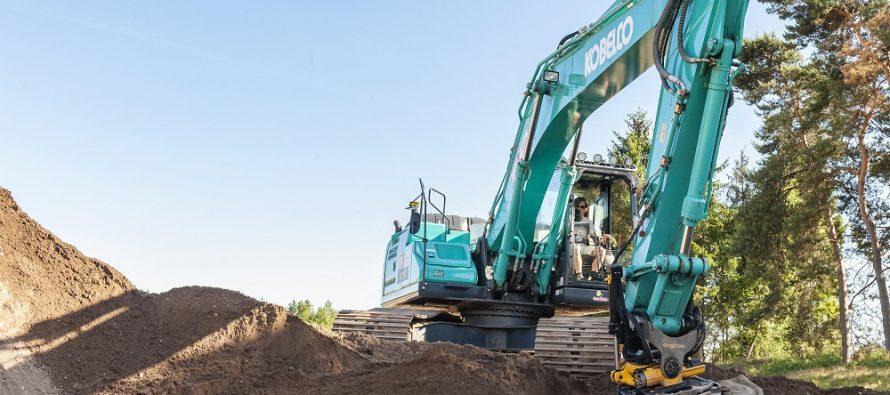 Excavatoarele Kobelco vor fi echipate cu rotoare basculante Engcon și funcție automată de înclinare