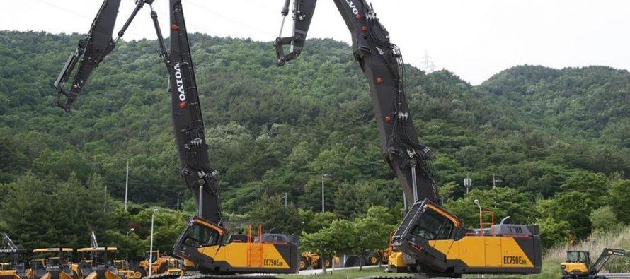 Cel mai mare și mai productiv excavator pentru demolări la înălțime de la Volvo – noul EC750E HR