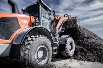 The XXL Series by Atlas Weyhausen – Large wheel loaders, clean engines and new model designation