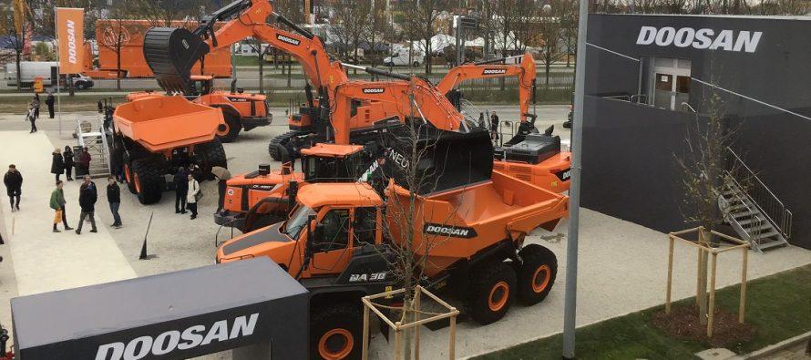 Noile camioane articulate Doosan AD30 și DA45 cu motoare Stage V