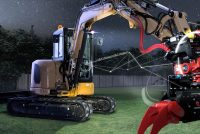 Rotoarele basculante cresc flexibilitatea, eficiența, siguranța și profitul unui excavator