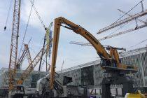 Inovații Liebherr pentru operațiuni portuare – excavatorul manipulator LH 110 C Gantry Port