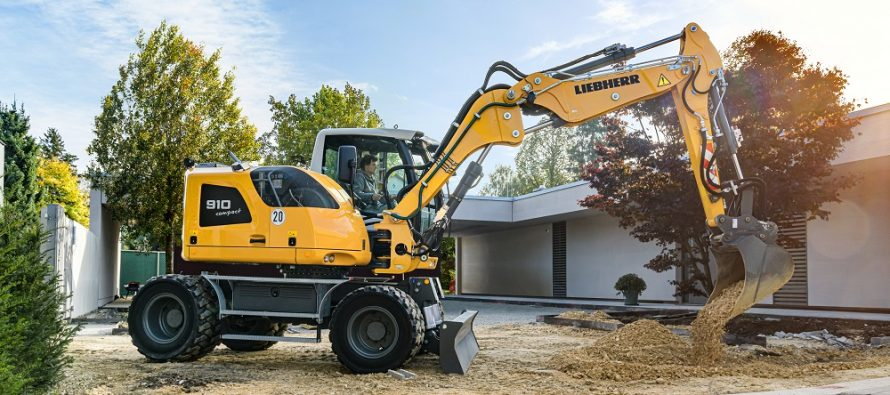 Liebherr presents new Compact wheeled excavators with Stage V engines