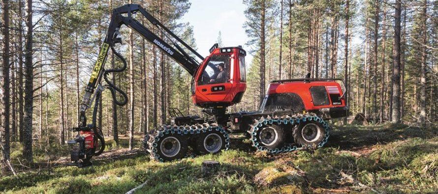 Noul harvester Komatsu 901XC 8WD pentru rărituri e foarte productiv în terenuri abrupte, accidentate sau moi