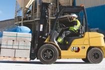Motoarele cu combustie internă de pe stivuitoarele Cat asigură productivitate și economie de consum