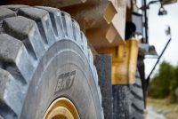 De ce este esențială alegerea anvelopei perfecte pentru lucrul în carieră
