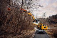 Liebherr prezintă noi combinații de echipamente pentru îngrijirea copacilor și industria lemnului