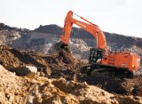 Hitachi introduce pe piața europeană noile excavatoare mari Zaxis-7