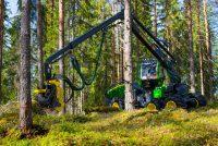 John Deere introduce sistemul Intelligent Boom Control și pe harvesterele 1070G