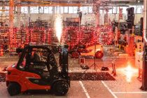 Linde delivers 1.000.000th counterbalance truck produced in Aschaffenburg