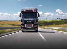 MHS Truck & Bus Group a livrat, în România, în premieră, prima unitate MAN TGX Individual Lion S ediție specială