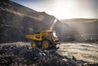 Volvo CE adaugă motoare Stage V/Tier 4 Final pe camionul rigid R100